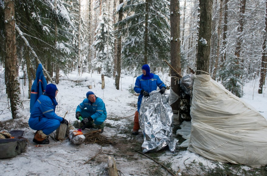 building a shelters during winter times